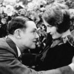 Пара, глядя друг на друга с любовью — Стоковое фото