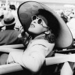 Womin big sun hat and sun glasses — Stock Photo #12294444