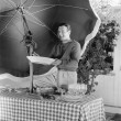 Man standing at a picnic table and holding a plate — ストック写真