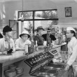 At a soda fountain — Foto Stock