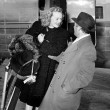 Woman stepping out of a plane being greeted by a man — Stock fotografie