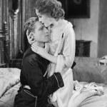 coppia abbracciando ogni altro — Foto Stock