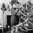 Young woman decorating a Christmas tree — Stock fotografie