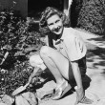 Young woman in a garden doing gardening — Stock Photo