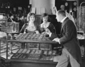Man scolding saleswomen — Stock Photo