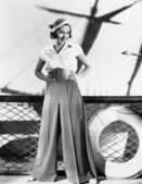 Vrouw in sailor outfit — Stockfoto