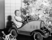 Child with toy car under Christmas tree — Stockfoto