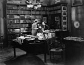 Customer and clerk in book shop — Stock Photo