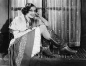 Porträtt av kvinna som bär cowboy stövlar — Stockfoto