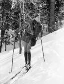 Male skier skiing downhill — Stock Photo