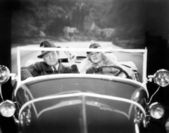 Couple driving a car — Stockfoto