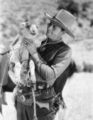 牛仔携带一只小羊和微笑 — 图库照片
