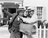 Two mature men fighting near a mail box in front of a house — Stock Photo