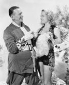 Kadın ve noel baba konuşuyor ve birbirleri ile gülüyor — Stok fotoğraf