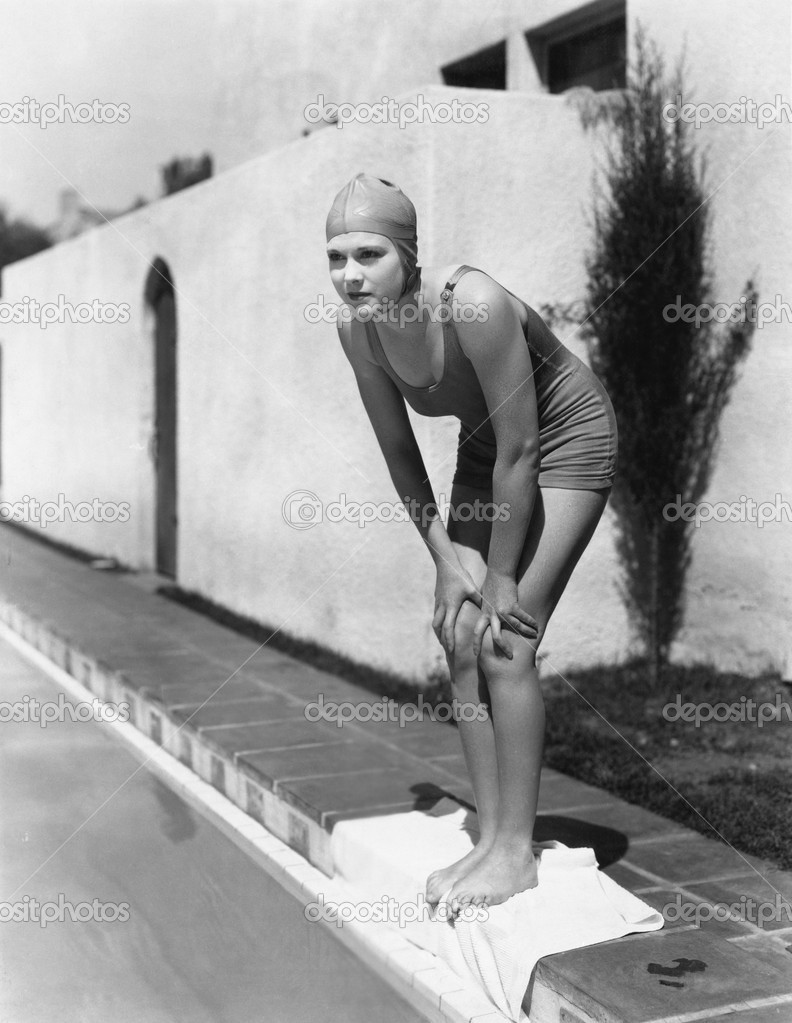 Female swimmer at edge of pool — Stock Photo #12290319