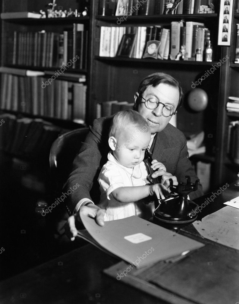 Father helping baby use telephone — Stock Photo #12291704