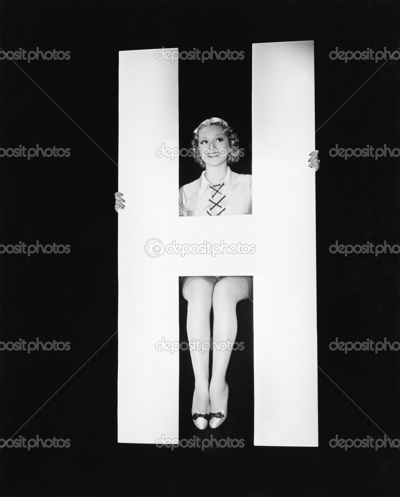 Woman posing with huge letter H — Stock Photo #12292134