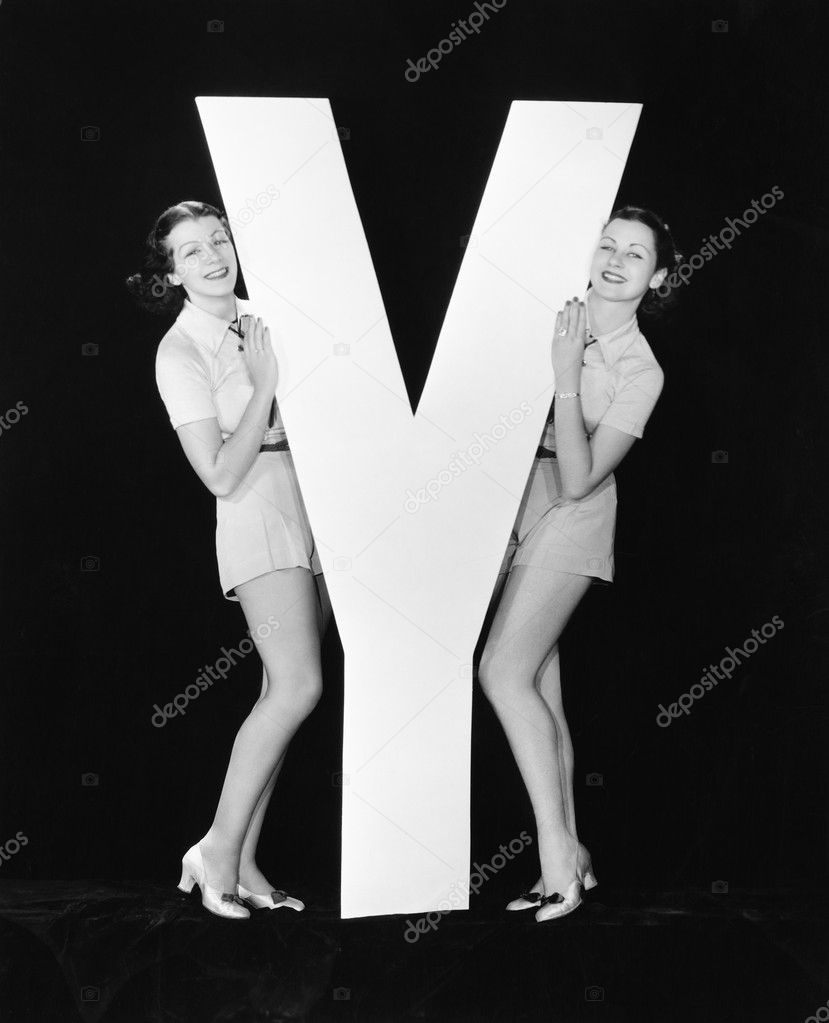 Women posing with huge letter Y — Stock Photo #12292241