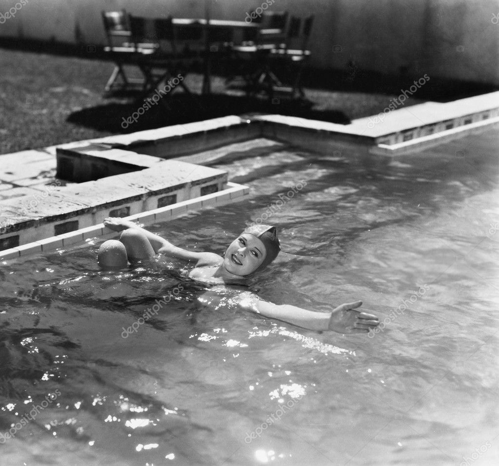 Woman swimming in a pool with a swimming cap  Stok fotoraf #12294531