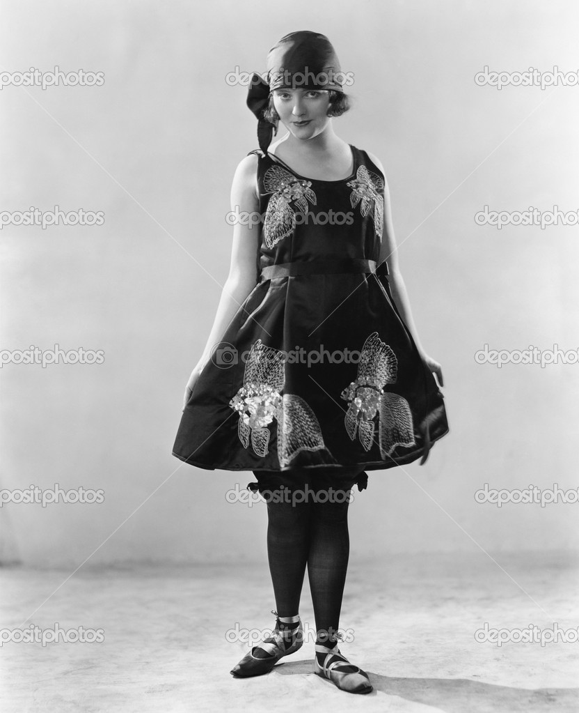 Woman in a flowered dress and ballerina shoes — Stok fotoğraf #12294559
