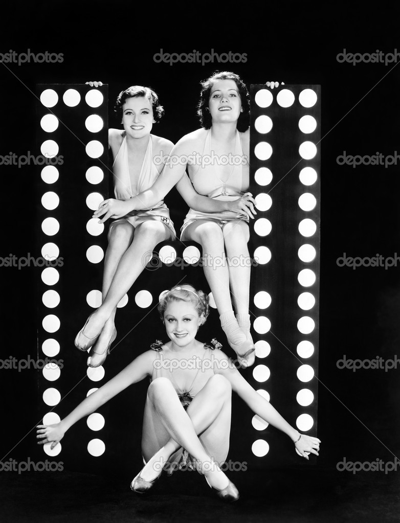 Three young women posing with the letter H — Stockfoto #12294642