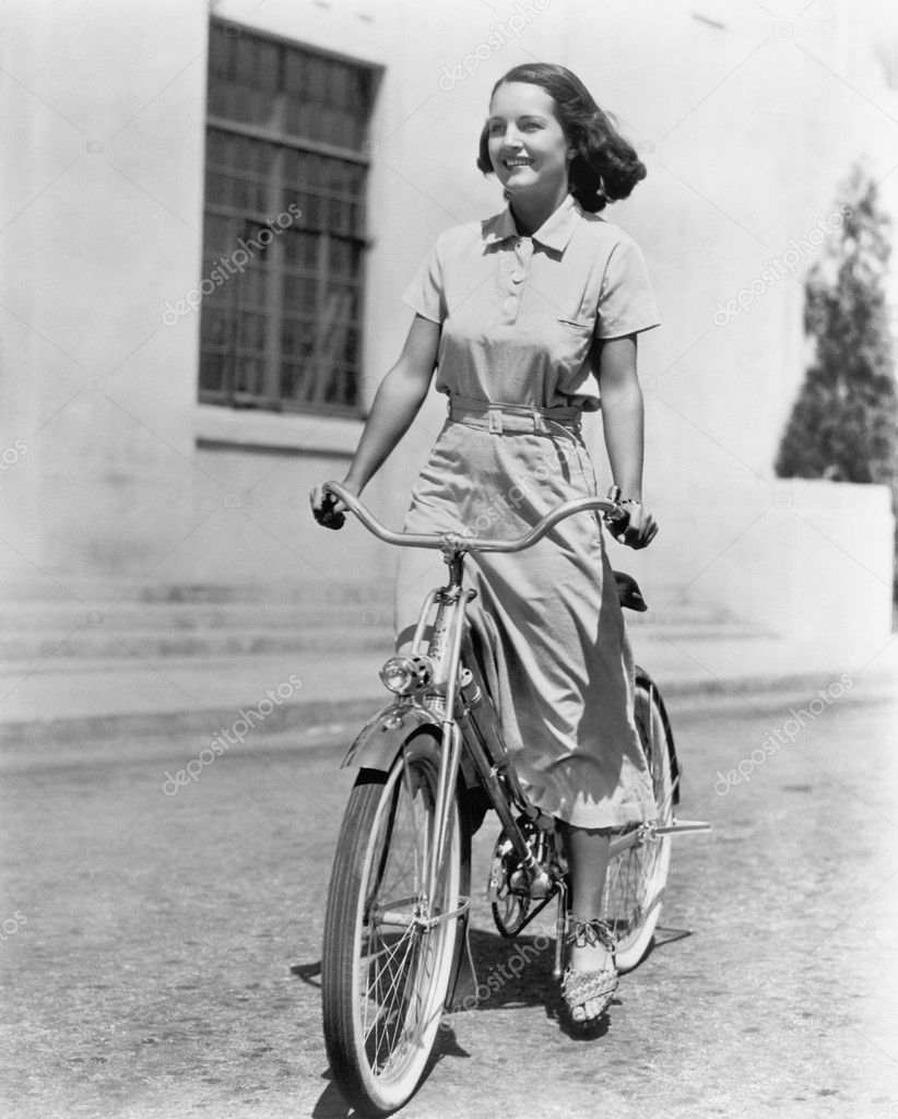 Young woman riding her bike — Stock Photo #12297562