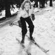 Woman on skiis with knees bent - Foto de Stock