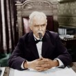 Businessman smoking cigar at desk — Stock fotografie
