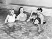 Instructor teaching women how to swim — Stock Photo