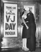 U.S. sailor and his girlfriend — Foto Stock