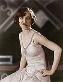 Retrato de mujer joven poniendo cara de tonto — Foto de Stock