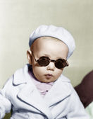 Portrait of baby wearing beret and sunglasses — Stock Photo