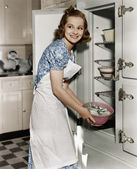 Portrait of woman in kitchen — Stock Photo