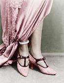 女人穿鞋的低剖面视图 — 图库照片