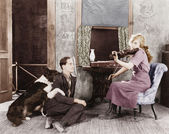 Woman playing the violin for her boyfriend and dog — Stock Photo