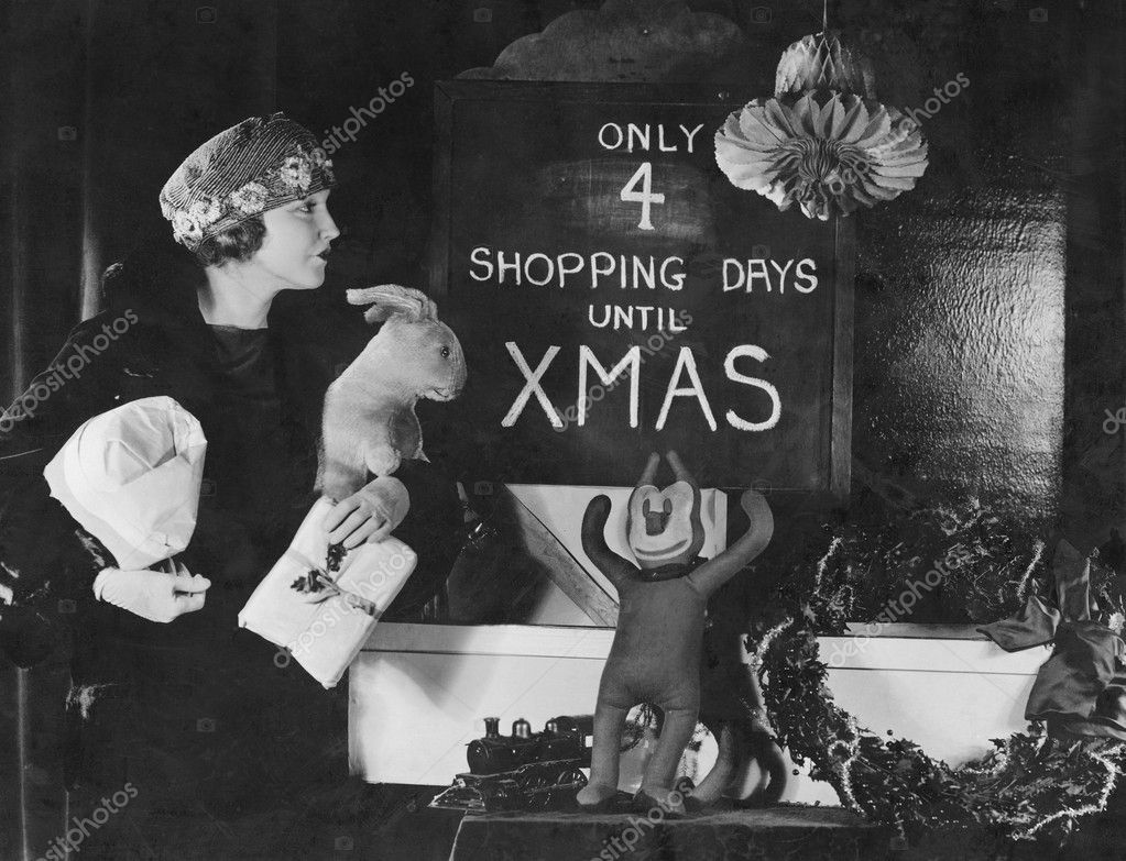 Woman reading sign with number of shopping days until Christmas — Stock Photo #12300840