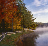 Autumn on lake george — Stock Photo
