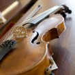 Violin on piano, back light — Stock Photo