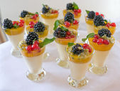 Sweet berry desserts — Stockfoto