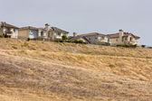 尾根沿いの家 — ストック写真
