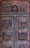Medieval iron door of the Pisa Cathedral — Stock Photo