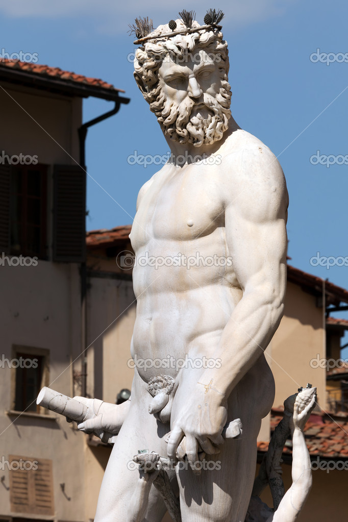 Statue of Neptune in the Fountain of Neptune in Florence, Italy — Stock Photo #12403266
