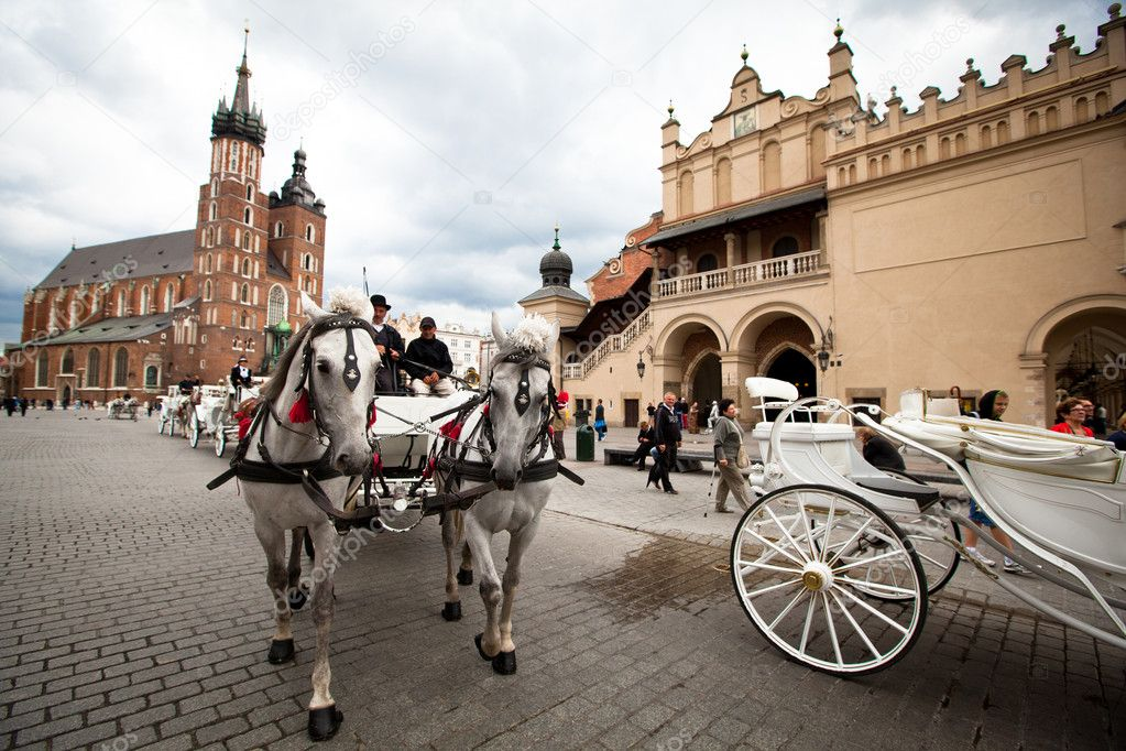 The historical center of Krakow, May 18, 2012 in Krakow, Poland. This year the city was visited by 8.1 million tourists, which is the highest level, foreign tourists - 2 million. — Stock Photo #12406793