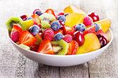 Saláta, gyümölcsök és bogyók