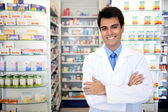 Portrét muže lékárníka v lékárně