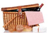 Piknikový koš s chleba sýrem a vínem