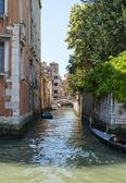 Boční kanál canal Grande v Benátkách