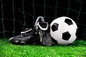 Fotbalový míč a kopačky