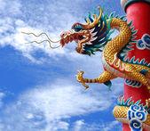 čínský drak socha v chrámu