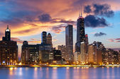 Skyline di downtown Chicago al crepuscolo
